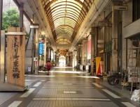 閑散とした商店街